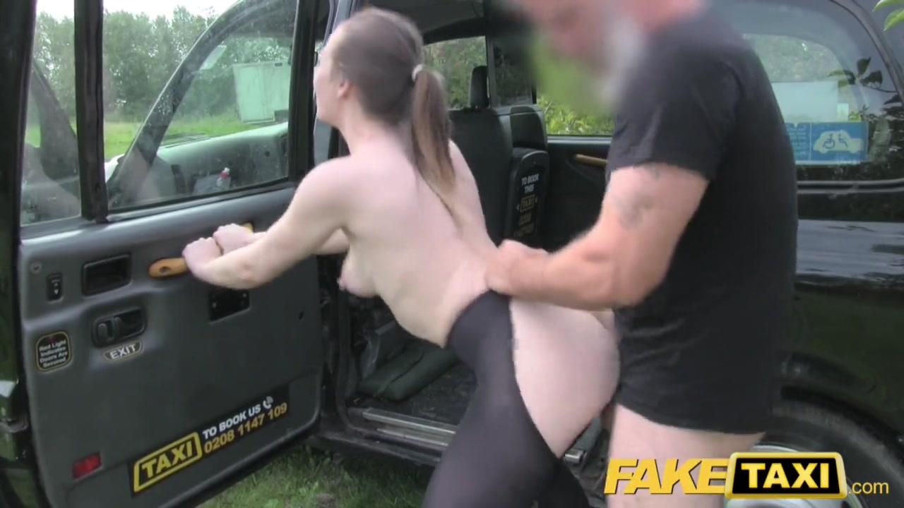 69 Con Leggins Porno fake taxi driver rips the leggings of this brunette slut